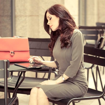 3 Ways Petite Women Can Improve Their Ergonomics at Work to Fight Back Pain